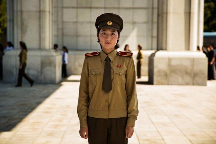 Uniformes São Muito Comuns Na Coreia Do Norte.