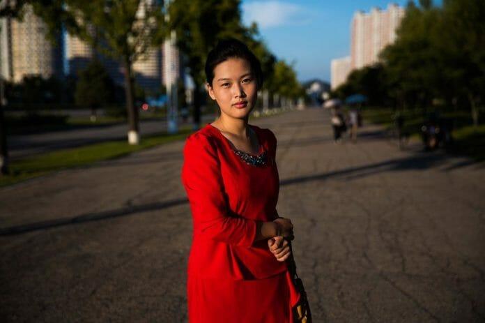 Uma Das Largas Avenidas De Pyongyang.