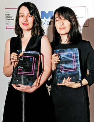 Winner Of The 2016 Man Booker International Prize For Fiction Han Kang, Right, With Her Translator Who Shares The Prize, Deborah Smith, Pose For The Media With The Winning Book 'The Vegetarian' Following The Award Ceremony In London, Tuesday, May, 16, 2016. (Ap Photo/Alastair Grant)