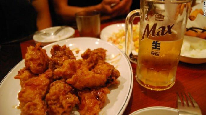 Chimaek - Um Termo Usado Para Descrever O Combo Frango Frito (Chi) E Cerveja (Maekju) Tem Sido Usado Na Coreia Do Sul Por Anos, Mas Somente Agora O Mundo Está Conhecendo.