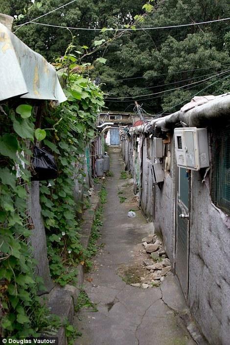 No Ano Passado, Um Incêndio Na Vila Matou Uma Pessoa E Destruiu Dezenas De Casas, Que São Construídas Em Um Labirinto De Ruas Estreitas. Foto: Daily Mail
