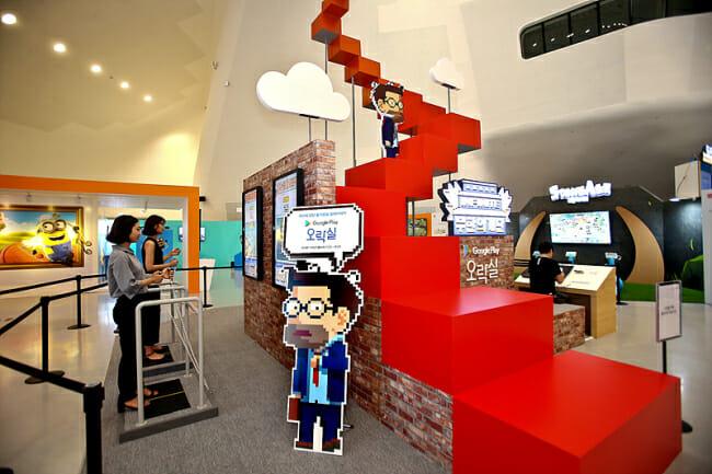 """A Loja Vista Por Dentro """"Google Play Arcade"""" Aberta Na Dongdaemun Design Plaza Em Seul. (Google Korea)"""