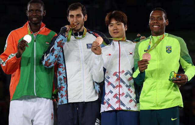 Cha Dong Min Com O Bronze, Ao Lado Do Também Medalhista Brasileiro Maicon De Andrade Siqueira