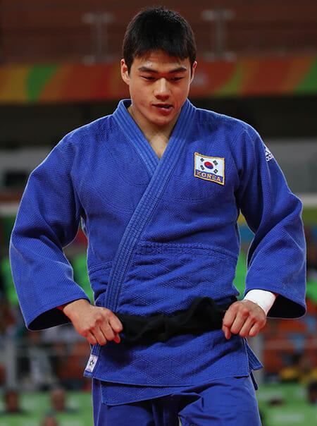 O Judoca Sul-Coreano Gwak Dong-Han Derrotou Marcus Nyman Da Suécia Na Categoria 90 Kg Masculino, Ganhando A Medalha De Bronze Nos Jogos Olímpicos Do Rio De Janeiro, Quarta-Feira. (Fonte: Yonhap)