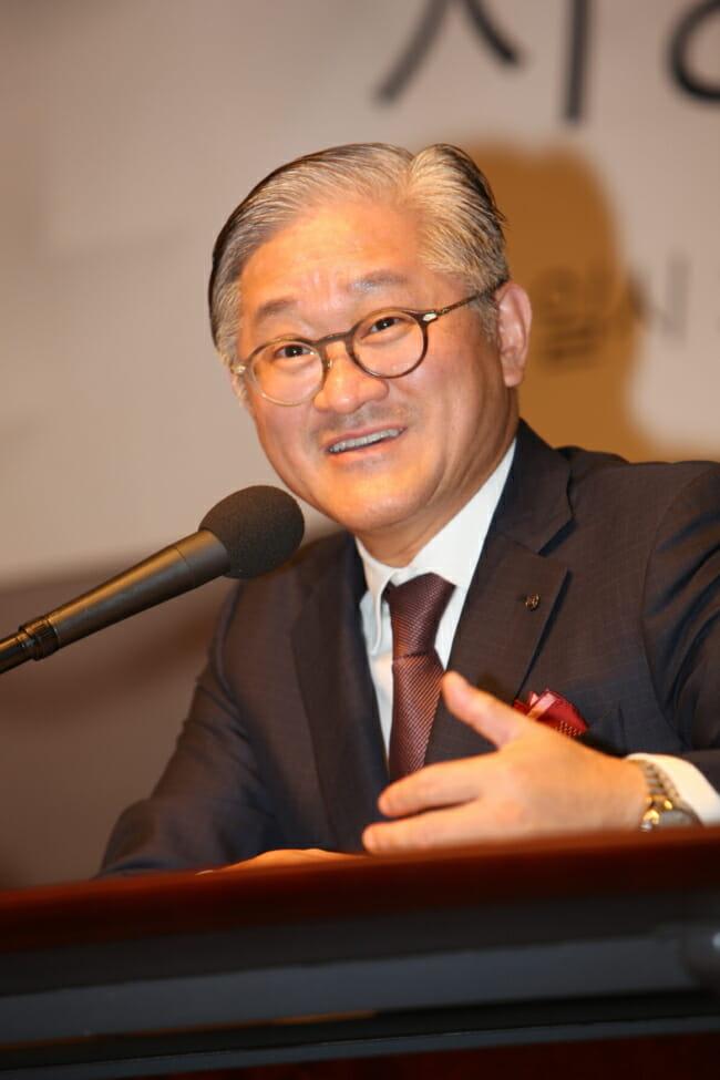 Presidente Da Amorepacific Suh Kyung-Bae Fala Em Uma Conferência De Imprensa Em Seul. (Amorepacific)