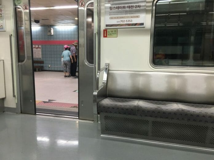 Dentro Do Metrô