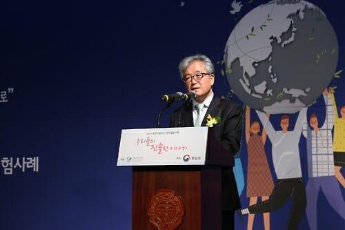 Kwang-Joo Sohn, Presidente Da Korea Hana Foundation, Faz O Discurso De Abertura Sobre O Concurso De Histórias No Dia 27 De Outubro De 2016, No Qual 12 Desertores Norte Coreanos Falaram Sobre Suas Histórias De Relocação. Foto Disponibilizada Pela Fundação. (Yonhap)