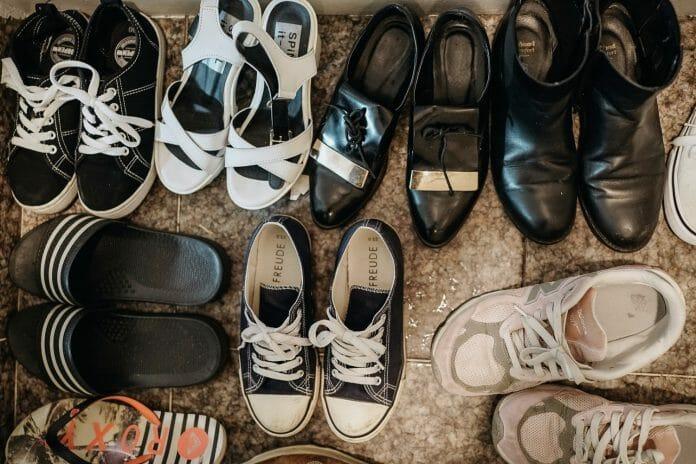 Sapatos Dos Residentes Da Sharehouse 22, Na Entrada Do Apartamento. Foto: Korea Exposé.