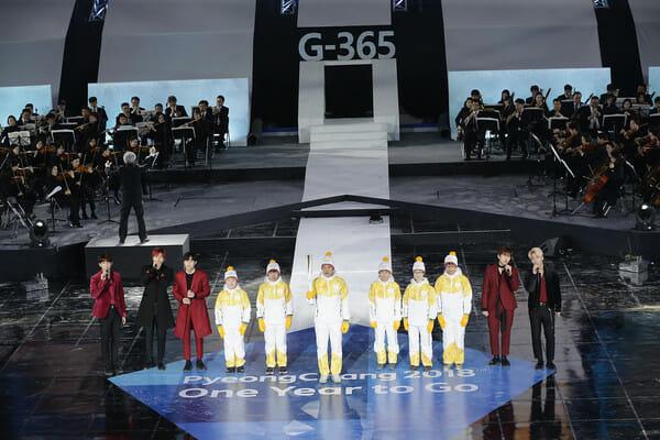 O Grupo B1A4 Se Apresenta Durante A Cerimônia.