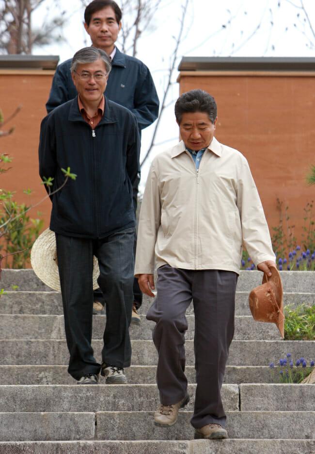 Moon Jae-In E Seu Mentor, O Ex Presidente Roh Moo-Hyun.
