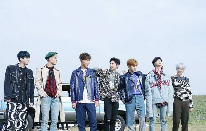 Esq. Para Dir.: Wonho, Jooheon, Shownu, Kihyun, I.m, Hyungwon E Minhyuk