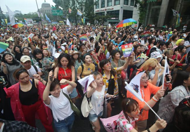 As Minorias Sexuais E Seus Defensores Marcham Através Do Centro De Seul No Desfile Do Orgulho Gay, No Sábado. Foto: Yonhap