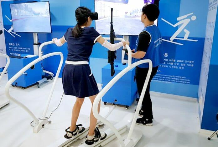 Uma Visitante Tenta O Biathlon De Realidade Virtual Em Uma Zona De Experiência Prática Para Os Jogos Olímpicos E Paraolímpicos De Inverno De Pyeongchang 2018, No Próximo Ano, No Centro De Turismo De Seul. Foto: Korea Net