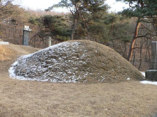 Shin_Saimdangs_Burial_Mound