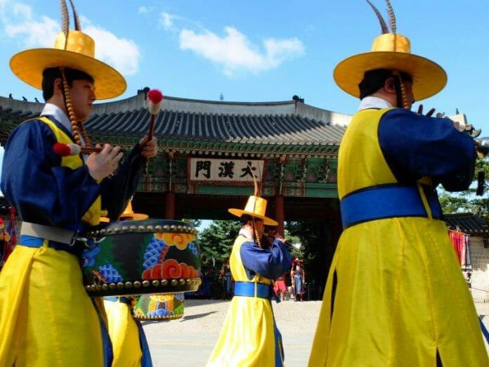 Troca Da Guarda No Palácio Deoksugung. Foto: Korea Herald