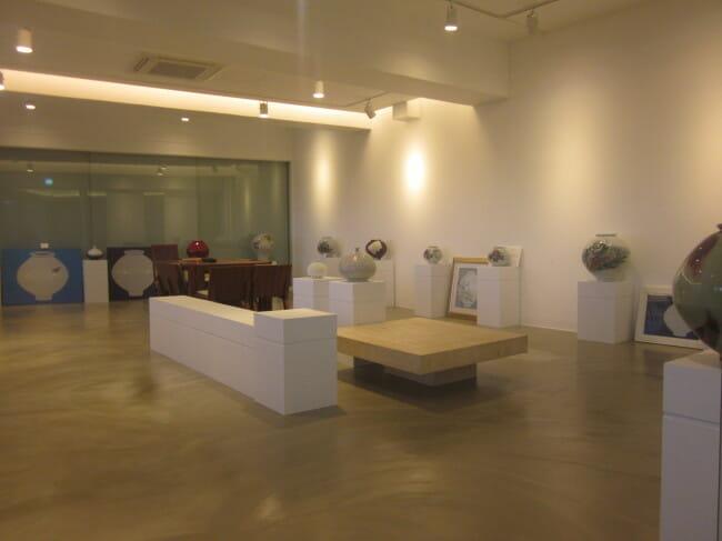 O Trabalho De Arte Em Cerâmica Exibido Na Galeria Na Parada De Descanso De Yeoju (Foto: Área De Serviço Yeoju)