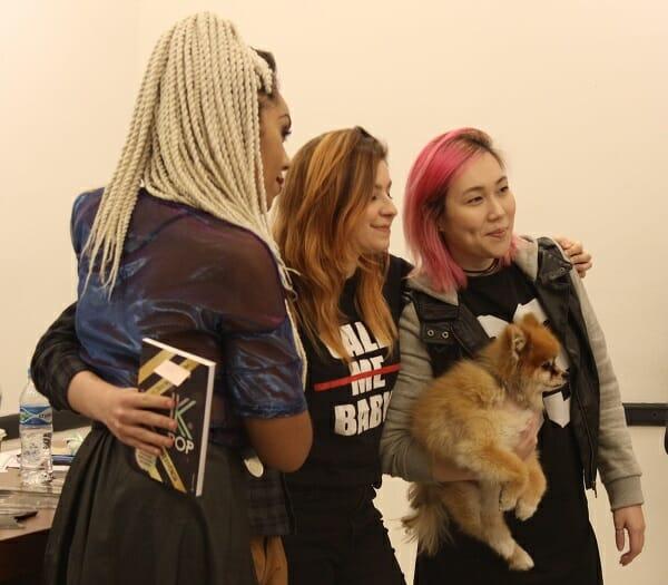 As Meninas Receberam Todos Com Muito Carinho. Até A Cachorrinha Da Naty, A Sohee, Quis Tirar Foto Com A Dona! Foto: Koreapost