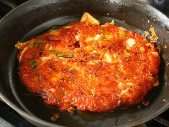 Frying-Kimchi-Pancake-590X445