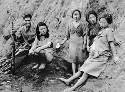 &Quot;Mulheres De Conforto&Quot; Coreanas Com Um Soldado Japonês. Fonte: Google