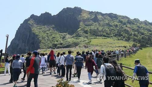 Fila De Turistas Em Jeju. / Fonte: Yonhap News