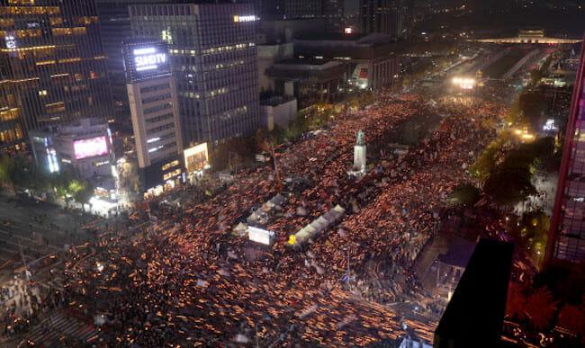 75,1% Dos Entrevistados Aprovaram Os Protestos E Vigílias A Luz De Velas. Foto: Yonhap