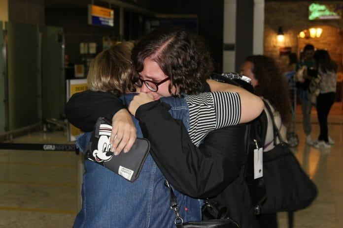O Último Abraço Na Mãe, Que Valeu Como Abraço À Todos Os Amigos. Família E Amigos. É Disso Que Sentirei Falta No Brasil... Ah, E De Guaraná!!