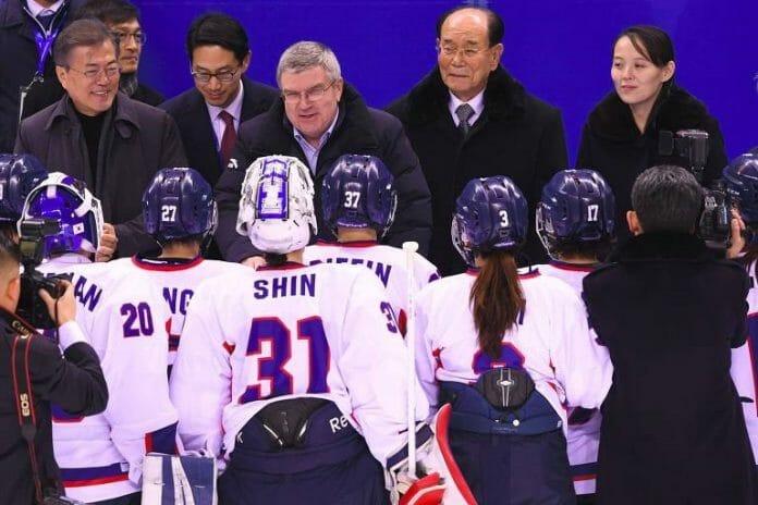 O Presidente Sul-Coreano Moon Jae-In, O Presidente Do Comitê Olímpico Internacional, Thomas Bach, E Os Norte-Coreanos Kim Yong-Nam E Kim Yo-Jong (Irmã Do Líder Norte-Coreano Kim Jong-Um). Fonte: Jung Yeon-Je / Afp.