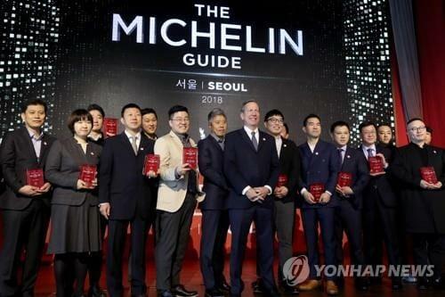 Chefs De Restaurantes Com Estrelas Michelin Na Edição Do Guia 2018, Evento Realizado Em 8 De Nov, 2017 Em Seul. (Imagem: Yonhap)