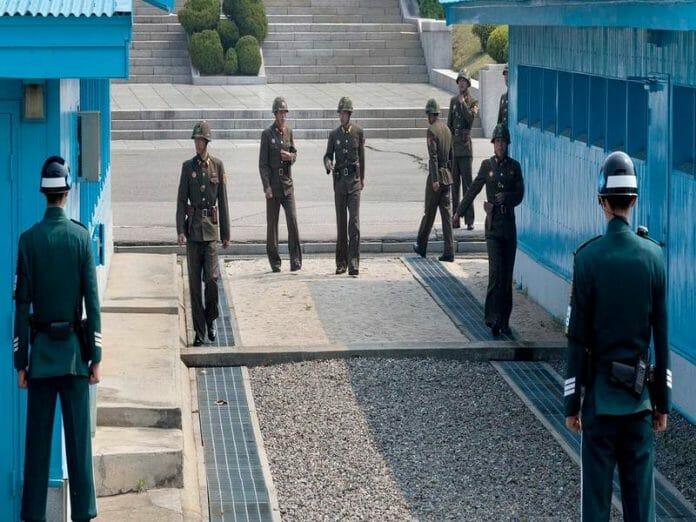 Militares Das Coreias Do Sul E Do Norte No Partulhamento De Fronteira / Foto: Remote Lands