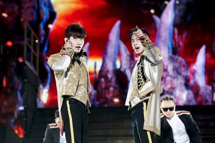 Changmin (Esq.) E Yunho (Dir.) Durante A Apresentação. Foto: Sm Entertainment