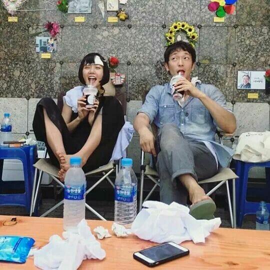 Bae Doo-Na E Sum Su-Ku Em Foto De Redes Sociais, Num Momento De Descontração. Foto: Pinterest