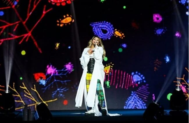 Apesar Da Tentativa De Ridicularizá-La Sobre Seu Ganho De Peso, A Cl Realizou Um Desempenho Poderoso, Durante O &Quot;Mtv Spotlight @ Hyperplay&Quot; No Singapore Indoor Stadium. Foto: Korean Herald/ Cl's Instagram.