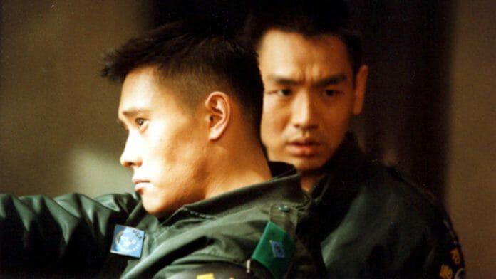 Lee Byung-Hun (Em Primeiro Plano Na Foto) E Kim Tae-Woo Vivem O Sargento Lee Soo-Hyuk E Nam Sung-Shik Respectivamente. Foto: Flixlist.