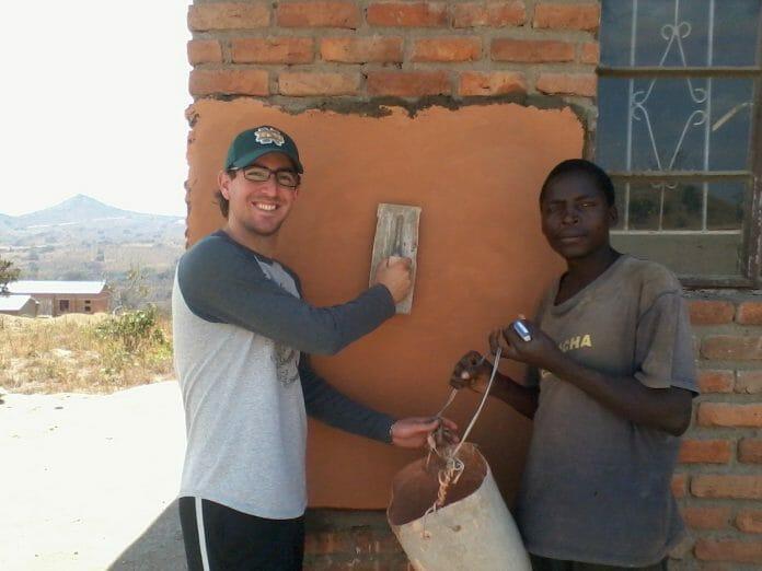 No Trabalho Voluntário No Malawi, Na África. Foto: Arquivo Pessoal.