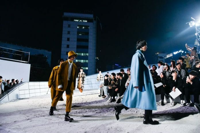 Desfile De Abertura Da Sfw S/S 19 Solid/Beyond 30. Fotos: Koreatimes.co.kr