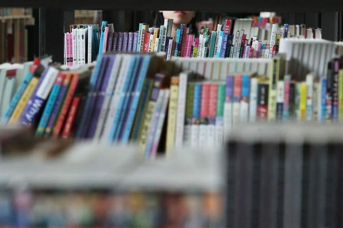 Passeie Pelas Prateleiras Da Primeira Livraria Pública De Segunda Mão De Seul