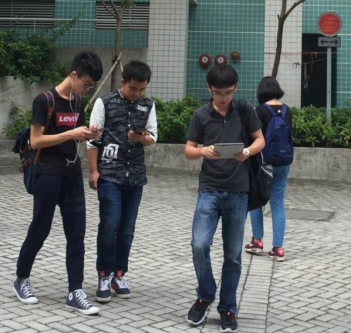 Seul Tenta Solução Chamativa Para Os Zumbis Do Smartphone