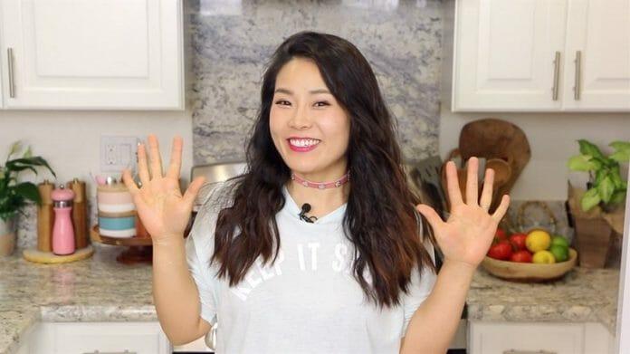 A Famosa Youtuber Coreana De Receitas Asiáticas Acessíveis
