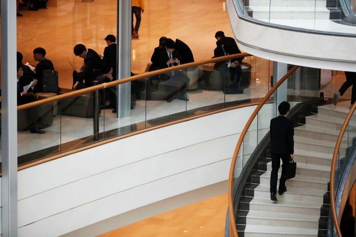 Jovens Coreanos Diplomados Não Encontram Estabilidade