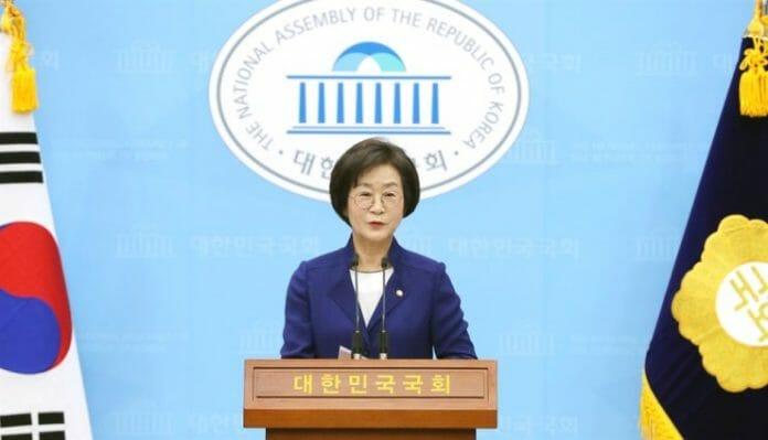 Assembleia Nacional Coreana Se Dobra Ao Poder Feminino
