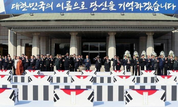 Após 70 Anos, Remanescentes Da Guerra Da Coreia Continuam Voltando Para Casa