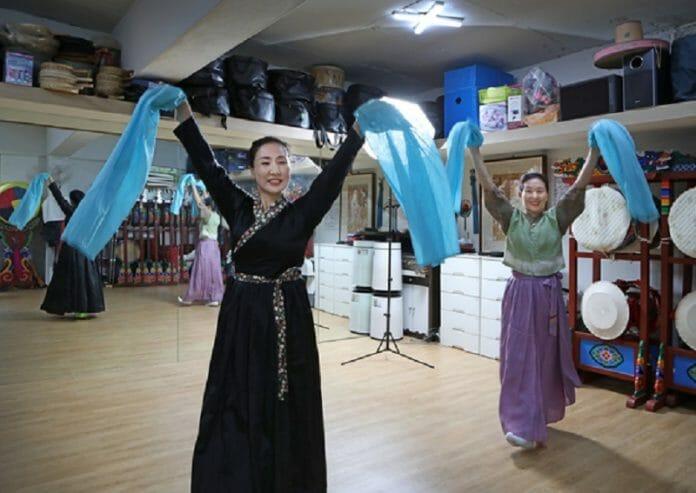 Artistas Freelancers Coreanos Sofrem Com Ausência De Renda Durante A Pandemia