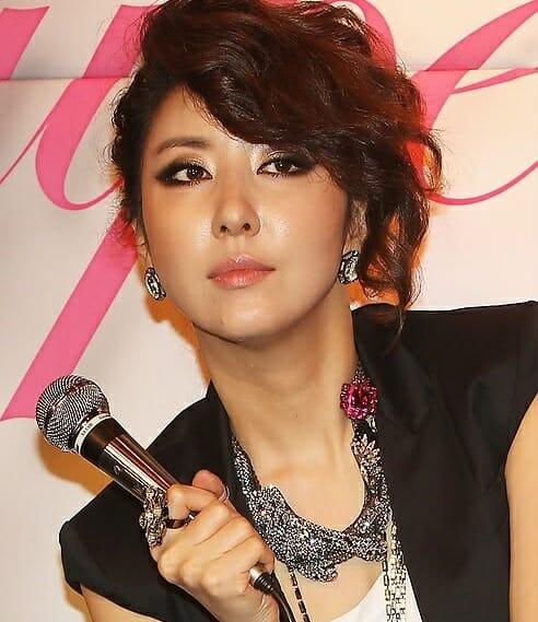 Artistas Coreanos São Vítimas De Golpe Financeiro Por Familiares